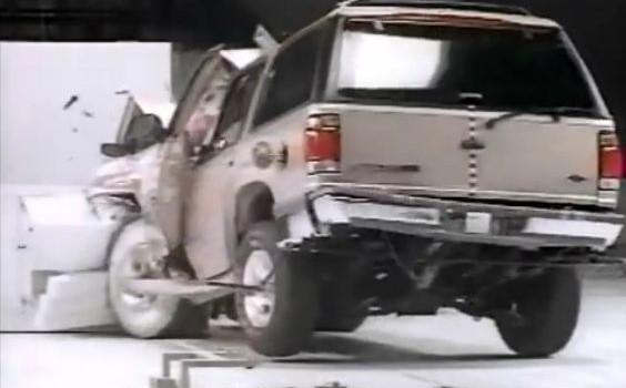 Crash Tests 1996 Iihs Suv Offset Crashtest